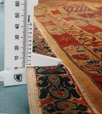 N. 10651 Hereké (Turchia), cm.281 X cm. 202 = 5,67 mq, misurare lo spessore del tappeto (3 mm) per indagine sull'età e la finezza del tappeto.