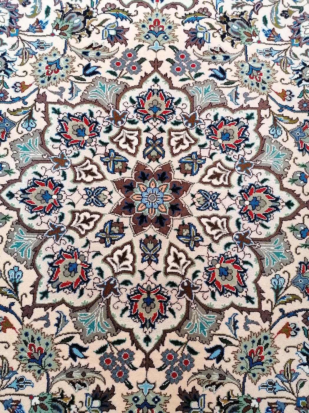 N. 10808 Kashmar, Iran, firmato Fayaz, medaglione centrale.