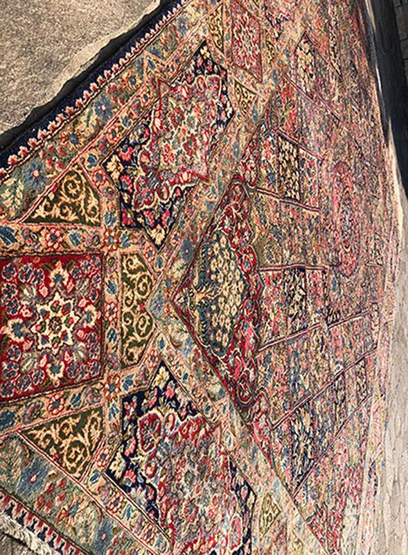N. 10812 Kerman Ravar (Iran), cm 430x310, angolo verticale.